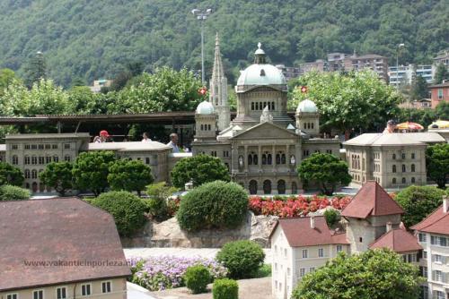 Swiss-miniature-melide